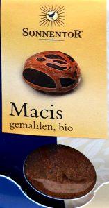 ナツメグの豆の皮つき
